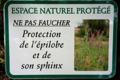 Panneau protection d'un bord de route France, Laplume (47) © Jean Haxaire